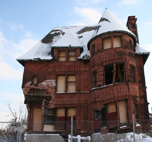 restore a Victorian house