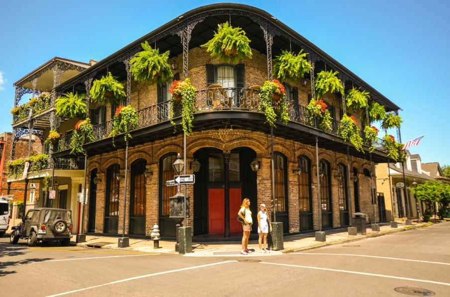 Historical cities in America: Photo of Pontalba Building in New Orleans' Jackson Square.