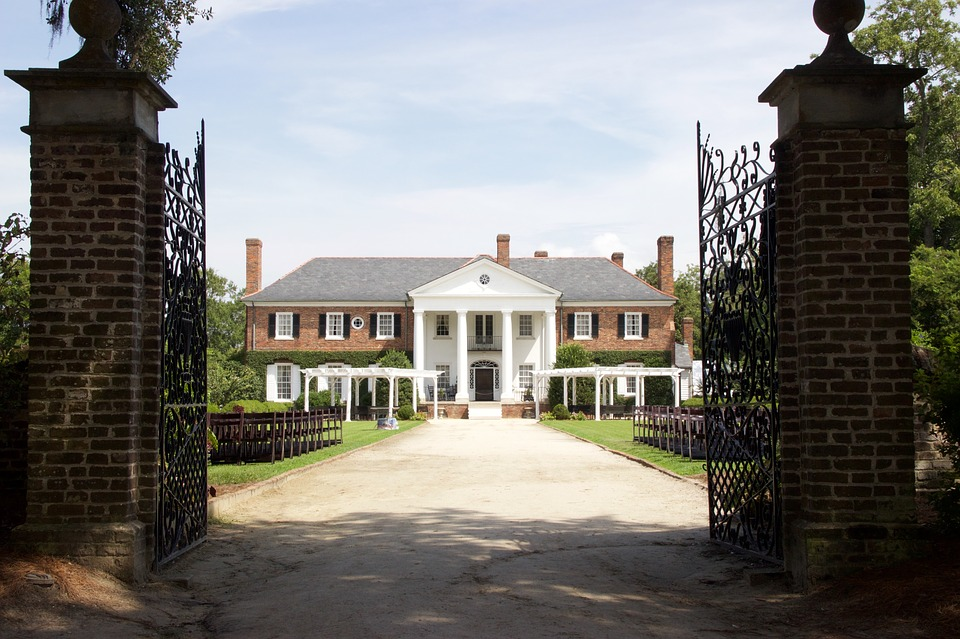 The plantations of the old South are long gone, but many Southern plantation homes remain. Image of a plantation house.